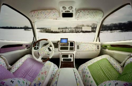 автомобильные салоны Burberry и Louis Vuitton